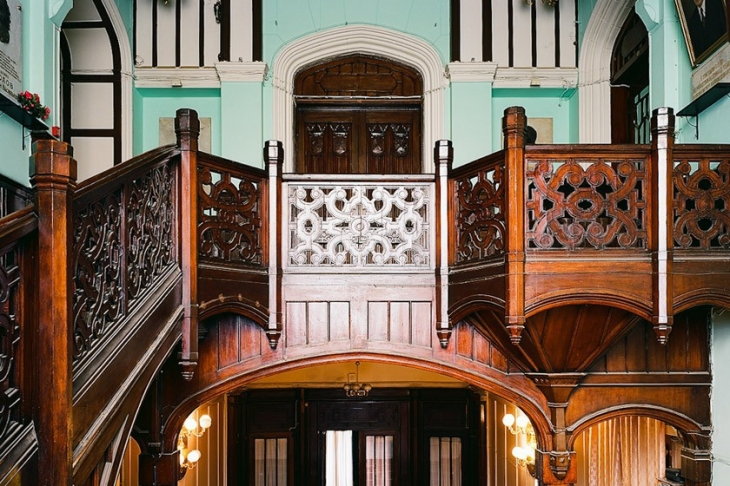 Grand staircase. The institute has preserved the wooden decorations, floor tiles and the old door.